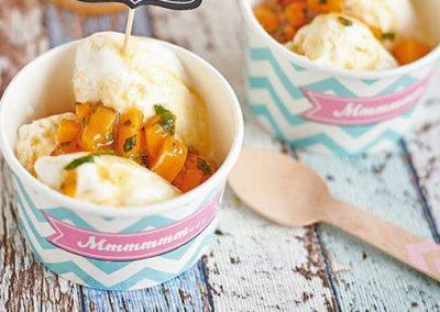 Frozen Joghurt mit Mango Topping
