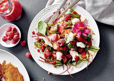 Pfirsich-Tomaten-Brot-Salat