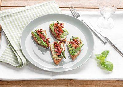 Rustikales Avocado-Spargel-Brot
